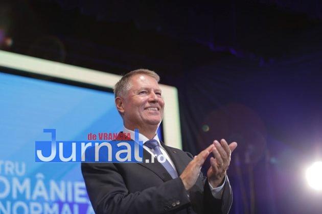 kalus iohannis campanie prezidentiale9 630x420 - FOTO-VIDEO: Klaus Iohannis a început în forță bătălia pentru un nou mandat. A fost întâmpinat cu entuziasm de oameni care s-au înghesuit să dea mâna cu el