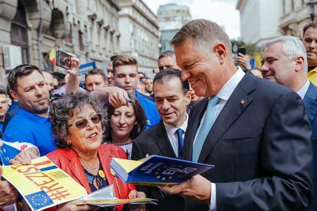 klaus iohannis prezidentiale3 - FOTO: Klaus Iohannis, la depunerea candidaturii: ȘTIU ce trebuie făcut și împreună cu un guvern pro european, în jurul PNL-ului, vom face această muncă pentru români!