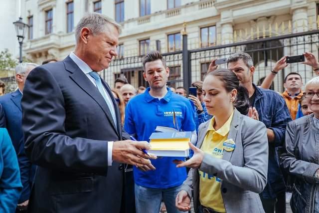 klaus iohannis prezidentiale5 - FOTO: Klaus Iohannis, la depunerea candidaturii: ȘTIU ce trebuie făcut și împreună cu un guvern pro european, în jurul PNL-ului, vom face această muncă pentru români!