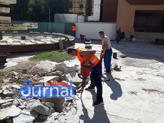 lucrarile refacere apiateta de langa cinematograful balada1 - FOTO: Au început lucrările la piațeta de lângă Balada
