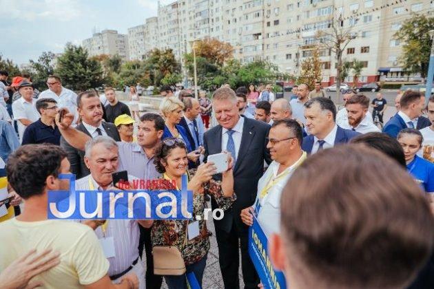 pnl iohannis alegeri prezidentiale3 630x420 - GALERIE FOTO: Motivele pentru care românii semnează în număr mare pentru candidatura lui Iohannis