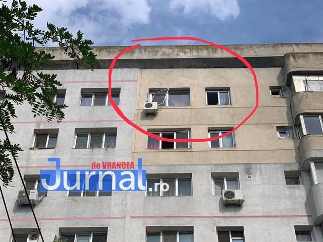 politia nu trece copil cazut de la etaj focsani8 - UPDATE-VIDEO-FOTO-ULTIMĂ ORĂ: Un copil de 2 ani a murit după ce a căzut de la etajul 8 al unui bloc de pe Bulevardul Unirii