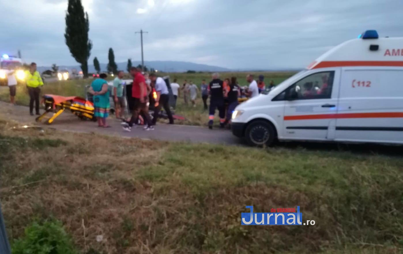 poza 3 - Ultima oră: Accident grav aproape de Tișița. Un  microbuz cu mai multe persoane s-a răsturnat