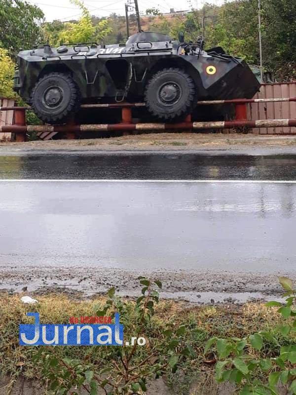 tab rasturnat galati - Blindat al unei unități militare din Focșani, accident în județul Galați. TAB-ul s-a urcat pe gardul unei case