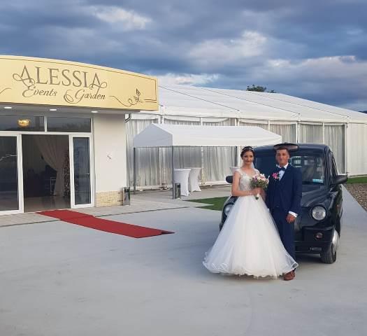 taxi londonez nunta1 - FOTO: Taxi-ul londonez, alternativa pentru limuzina de nuntă