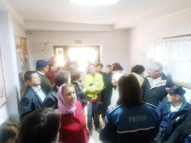 actiune politie prevenire car focsani2 - FOTO: Descindere a poliției la un CAR din Focșani! Scopul a fost unul de prevenire a înșelăciunilor prin metoda ACCIDENTUL