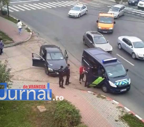 bataie spital 1 - (UPDATE) ACUM: Un bărbat a fost bătut chiar în fața spitalului din Focșani
