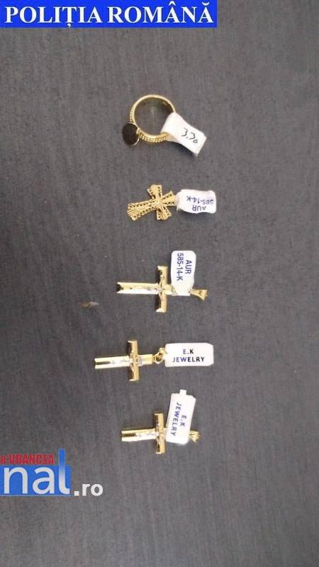 bijuterii aur confiscate - FOTO: Produse contrafăcute găsite de polițiști într-un autocar care venea din Turcia