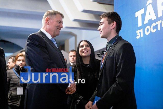 klaus iohannis prezidentiale3 - FOTO: PSD, o piatră de moară legată la gâtul României. Iohannis și PNL vor să pună țara pe picioare