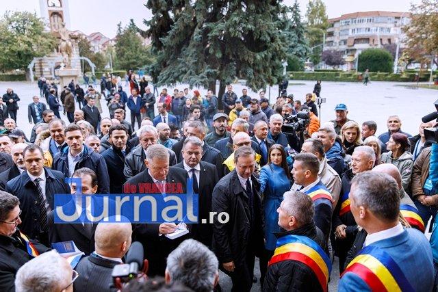 klaus iohannis prezidentiale6 - FOTO: PSD, o piatră de moară legată la gâtul României. Iohannis și PNL vor să pună țara pe picioare