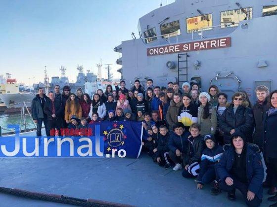 Grup pe Ferdinand 560x420 - FOTO: Copiii din Pufești au cucerit Portul Militar Constanța!