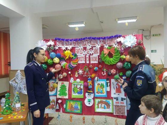 brad de craciun ipj vrancea8 560x420 - FOTO-VIDEO: Bradul Inspectoratului de Poliție al județului Vrancea, împodobit cu ornamente confecționate de copii
