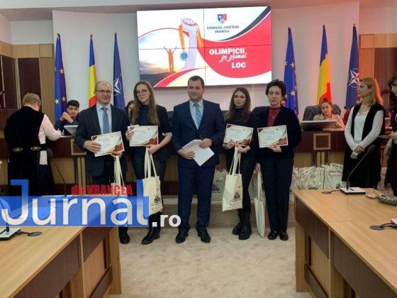 premiere olimpici cj vrancea 8 560x420 - FOTO: 96 de olimpici vrânceni și profesorii lor premiați de Consiliul Județean Vrancea