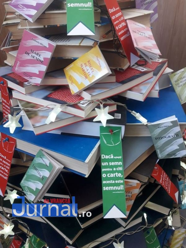 scoala 7 brazi carti 2 - Școala 7 a dat startul Balului Brazilor de Crăciun