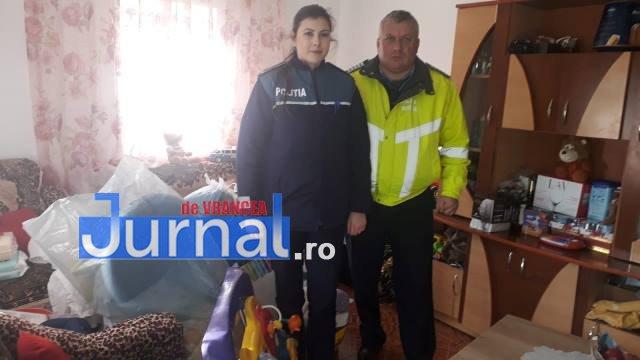 familie maicanesti politie1 - FOTO: Cadouri oferite de polițiști unei familii din Măicănești