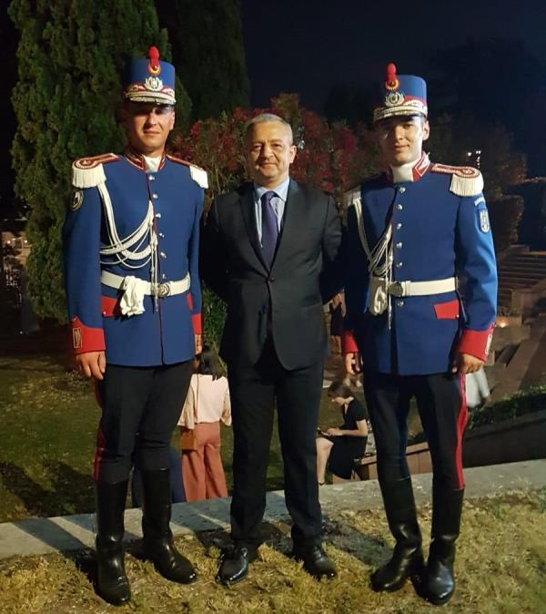 politist vrancean ambasadorul romaniei la roma2 - Polițist vrâncean felicitat de Ambasadorul României la Roma