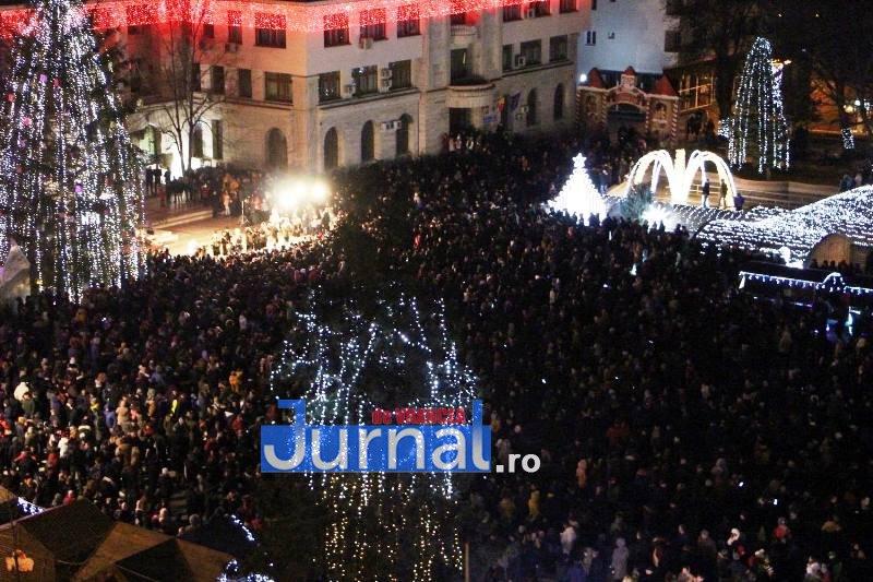 revelion piata unirii 2 - FOTO: Sute de oameni au ales să întâmpine noul an în Piața Unirii din Focșani