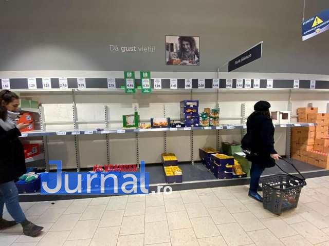 rafturi goale supermarket3 - FOTO: Focșănenii se pregătesc pentru apocalipsă! Rafturile magazinelor s-au golit!