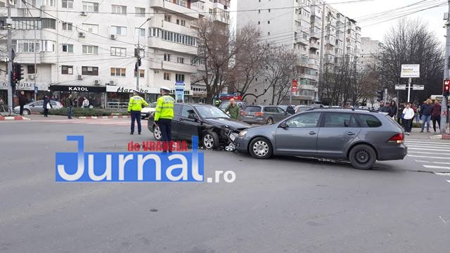accident big focsani3 - FOTO: Accident spectaculos la intersecția de la Big