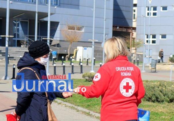 crucea rosie vrancea campanie coronavirus 3 604x420 - FOTO: Crucea Roșie Vrancea a demarat o campanie de informare a populației  pentru prevenirea infectării cu Coronavirus