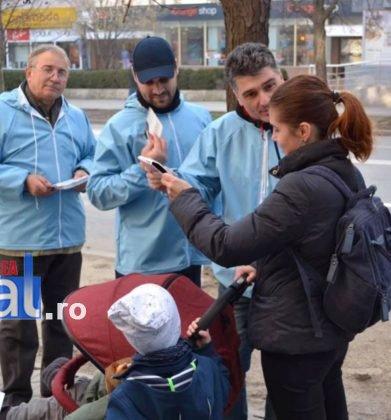 liviu macovei candidat independent primaria focsani echipa 3 391x420 - FOTO: Liviu Macovei și echipa sa, o zi în mijlocul focșănenilor