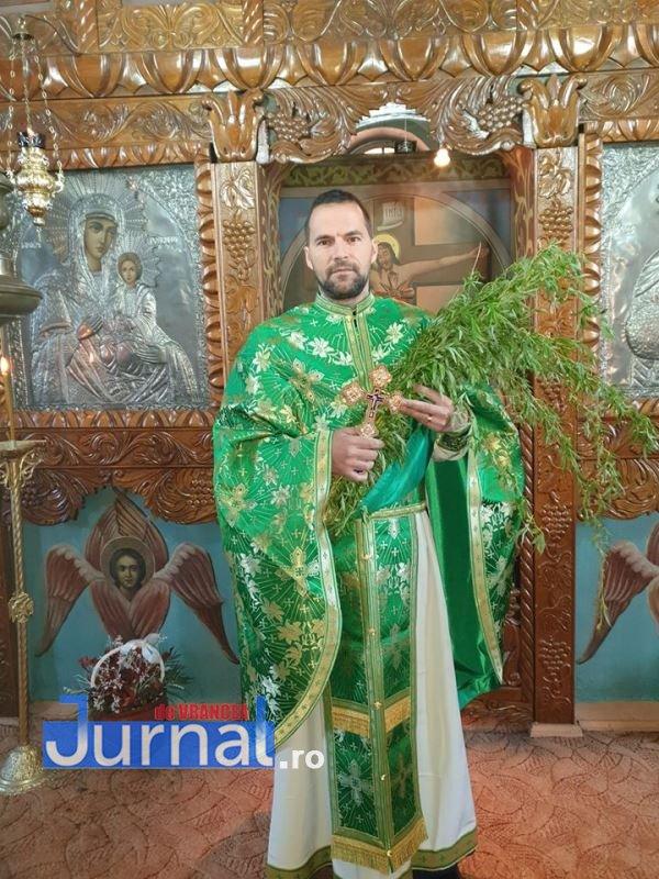 """marian tudor gagesti - Preoții din Vrancea, sfaturi de Paște: """"Rămâneți în case!"""". Voluntarii vor aprinde lumânări la morminte"""