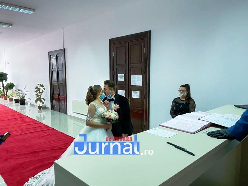 nunta coronavirus 2 - FOTO: Cum arată o cununie civilă în plină epidemie de coronavirus