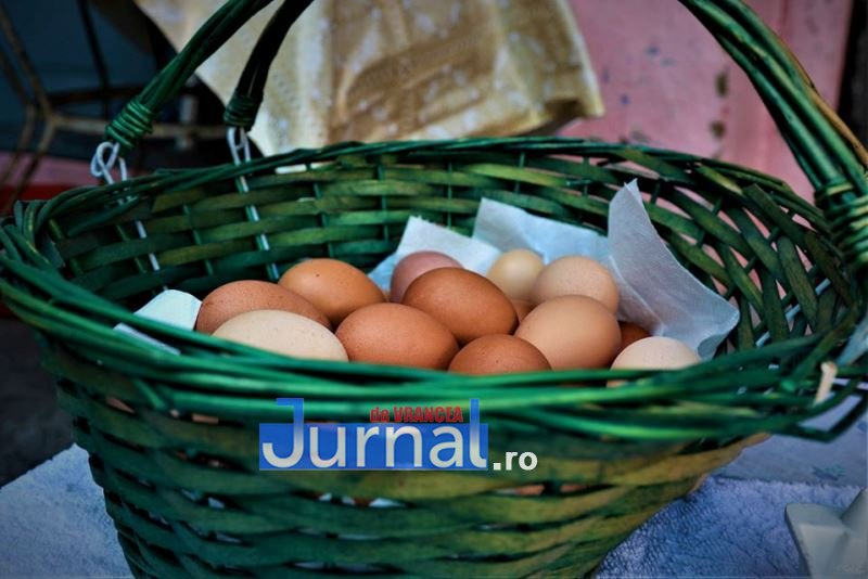 oua paste soveja 2 - Arta încondeierii ouălor de Paște, dezvăluită de un profesor, prin ochii unui artist popular din Soveja