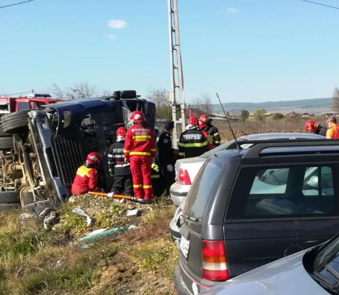 tir rasturnat peco 2 - UPDATE-ACUM: Camion răsturnat la intrarea în Focșani | O persoană este încarcerată