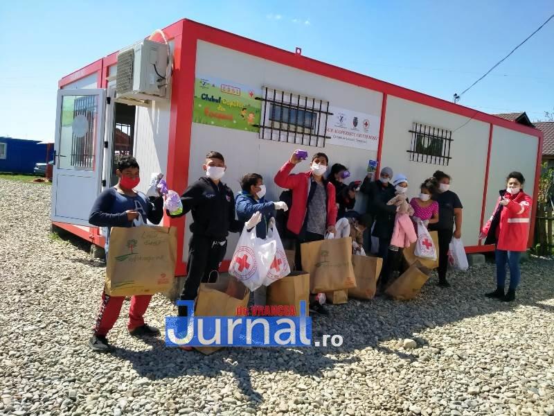 actiune crucea rosie vrancea  - Zeci de misiuni umanitare și mii de kilometri parcurși de voluntarii Filialei de Cruce Roșie Vrancea în două luni de luptă împotriva noului coronavirus!