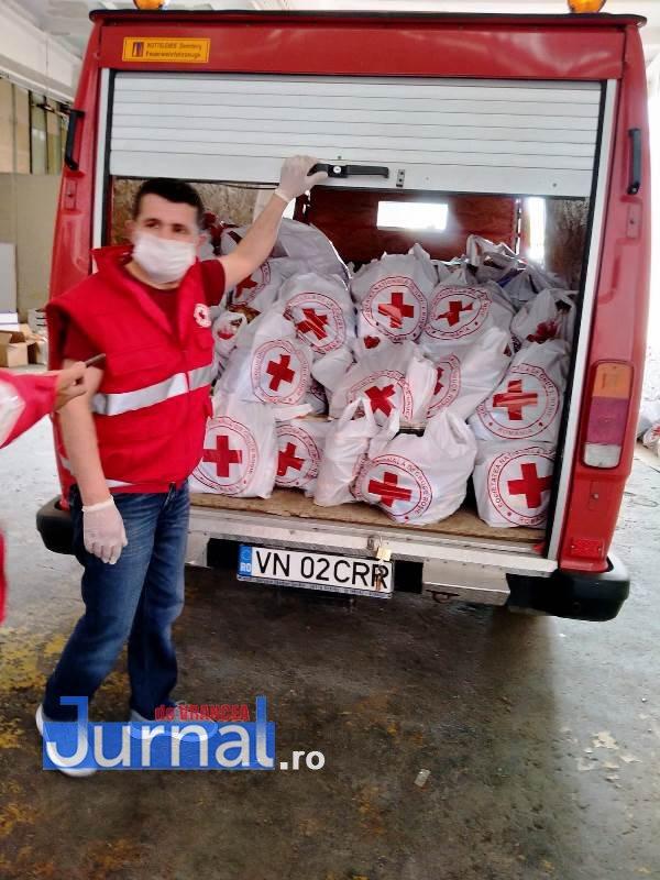 actiune crucea rosie vrancea 3 - Zeci de misiuni umanitare și mii de kilometri parcurși de voluntarii Filialei de Cruce Roșie Vrancea în două luni de luptă împotriva noului coronavirus!