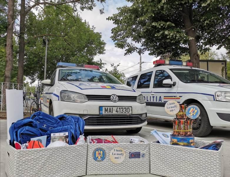 cadouri ipj 1 - Tort din dulciuri și alte surprize de la polițiști, pentru copiii aflați în grija DGASPC Vrancea