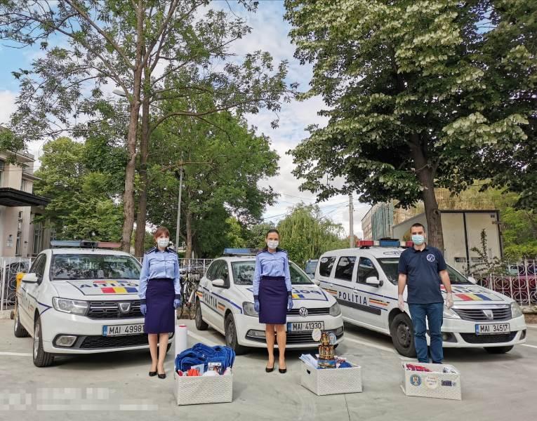 cadouri ipj 4 - Tort din dulciuri și alte surprize de la polițiști, pentru copiii aflați în grija DGASPC Vrancea
