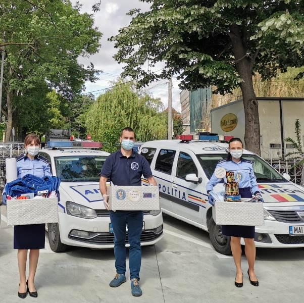 cadouri ipj 5 - Tort din dulciuri și alte surprize de la polițiști, pentru copiii aflați în grija DGASPC Vrancea
