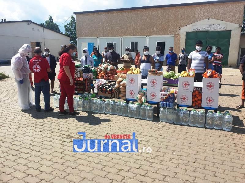 donatie crucea rosie vrancea 2 - FOTO: 21 de imigranți din Sri Lanka au primit ajutor din partea filialei de Cruce Roșie Vrancea