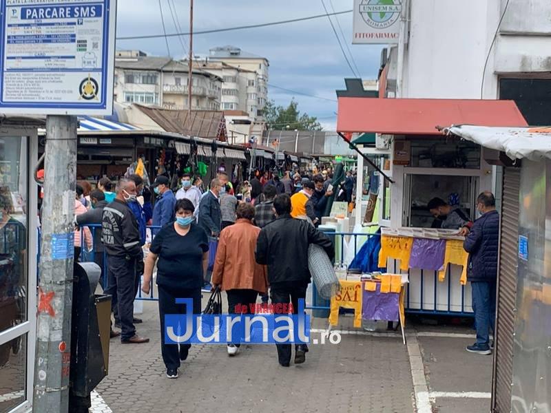 piata moldovei 4 - FOTO: Piața Moldovei, pandemia de coronavirus și distanțarea socială