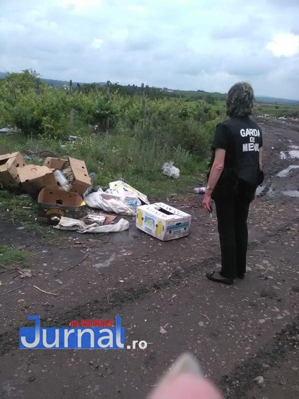 garda de mediu 1 - Primăria Slobozia Bradului amendată de Garda de Mediu pentru mormanele de gunoi depozitate la marginea localității!