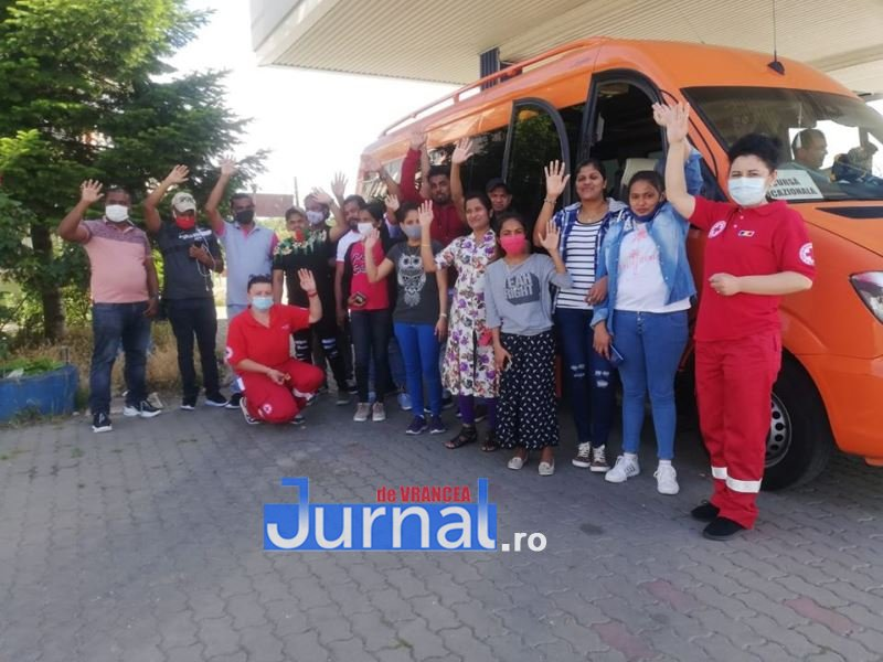 muncitori sri lanka 1 - Zeci de imigranți din Sri Lanka au fost ajutați de Crucea Roșie Vrancea să își găsească locuri de muncă în alte județe