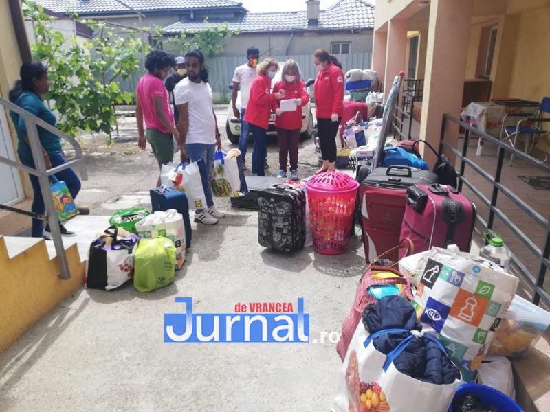muncitori sri lanka 5 - Zeci de imigranți din Sri Lanka au fost ajutați de Crucea Roșie Vrancea să își găsească locuri de muncă în alte județe