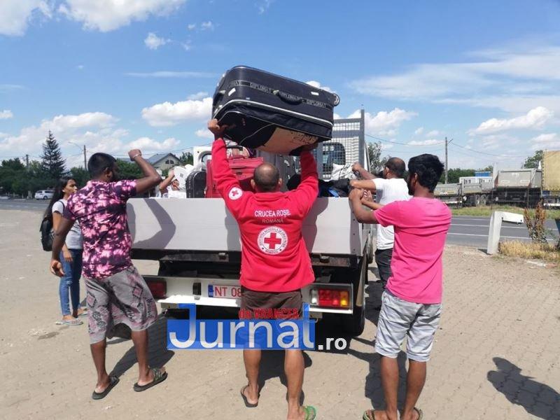 muncitori sri lanka 6 - Zeci de imigranți din Sri Lanka au fost ajutați de Crucea Roșie Vrancea să își găsească locuri de muncă în alte județe
