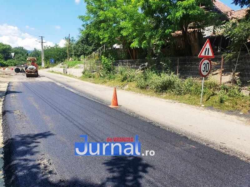 """asfaltare dn2N jitia dumbraveni 1 - FOTO: Asfalt nou pe DN2N, între Jitia și Dumbrăveni   Ministrul Ion Ștefan: """"Vrancea are nevoie de lucrări urgente la rețeaua de drumuri"""""""