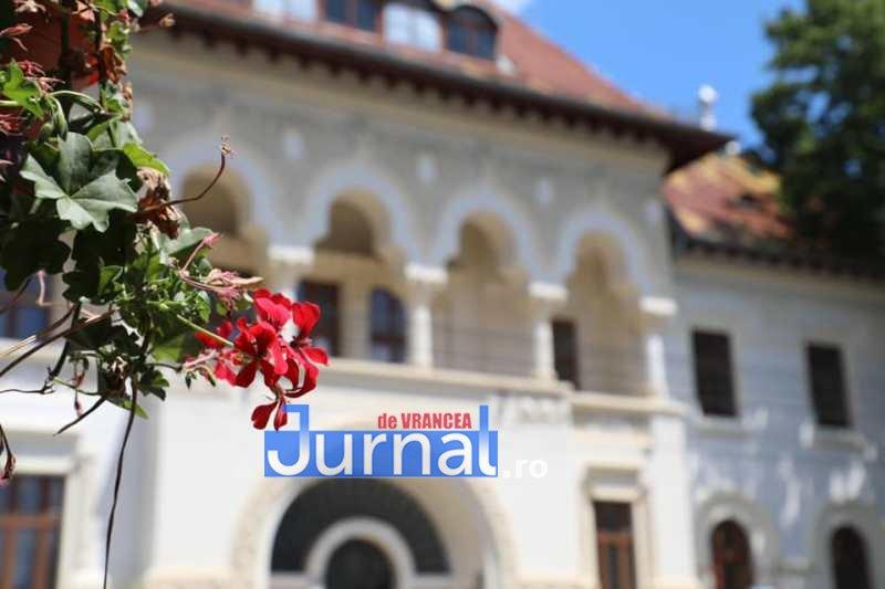 fosta prefectura 2 - CJ Vrancea anunță că în toamnă Prefectura Putna se redeschide. Vrâncenii trebuie să decidă ce destinație va avea monumentul istoric