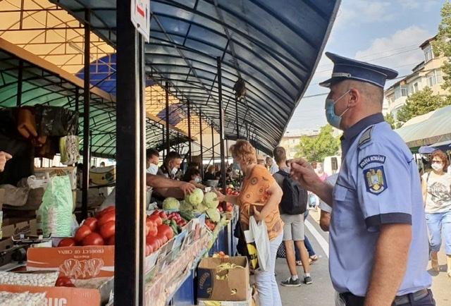 9CE10C7A 4910 4417 AED4 5F6B2D31725A - FOTO: Acțiuni de verificare în piețe, la terase, în autobuze și magazine