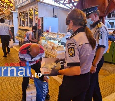 actiune politie masti gratuite 1 478x420 - FOTO: Polițiștii au distribuit sute de măști cetățenilor aflați în zonele aglomerate