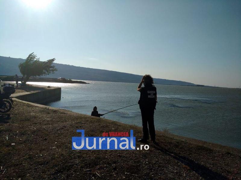 controale gm 3 - Controale pe aval și amonte de barajele Călimănești și Ciușlea. Două persoane amendate de Garda de Mediu