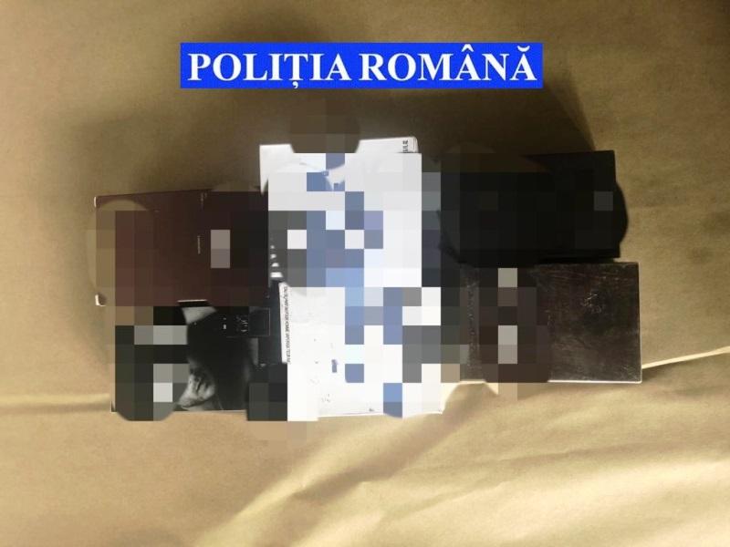 hainew contrafacute 3 - FOTO: Haine, parfumuri și încălțăminte contrafăcută confiscate la Homocea