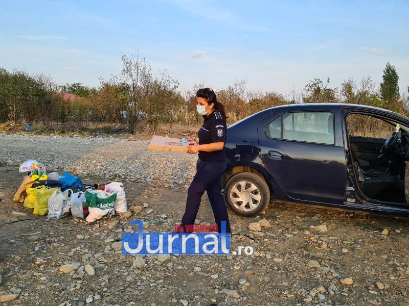act umanitar ipj 1 - Gest umanitar! Mai mulți copii din Garoafa au primit rechizite de la polițiștii vrânceni!