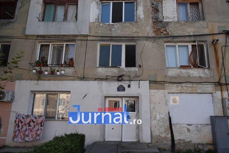 dsp revolutiei 2 - FOTO: DSP Vrancea a mers în control în blocurile sociale de pe Revoluției. Cum trăiesc oamenii aici