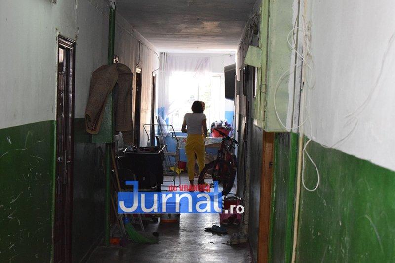 dsp revolutiei 5 - FOTO: DSP Vrancea a mers în control în blocurile sociale de pe Revoluției. Cum trăiesc oamenii aici