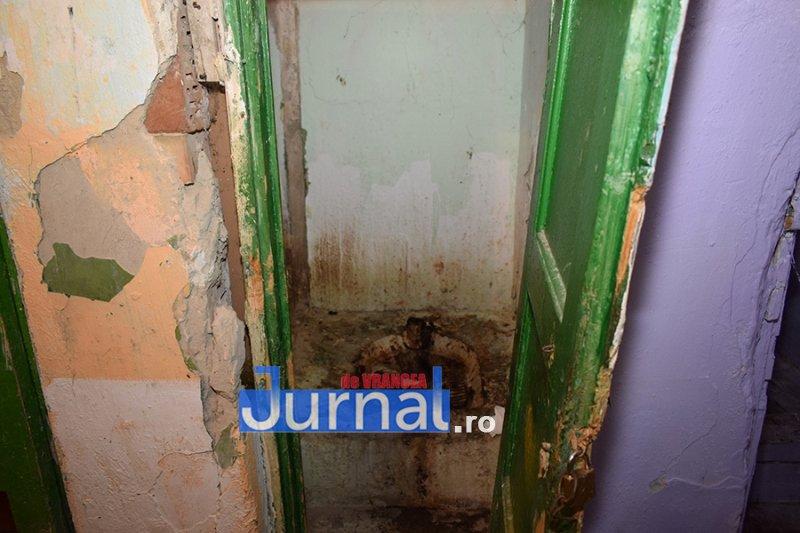 dsp revolutiei 6 - FOTO: DSP Vrancea a mers în control în blocurile sociale de pe Revoluției. Cum trăiesc oamenii aici